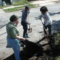 This 2007 photo shows HandsOn Network volunteers cleaning up a neighborhood. Image from Flikr.com.