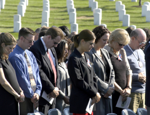 Remembering the lives of those who are no more, honoring those who serve America in a 9 11 moment of silence. (Photo: defenselink.mil)