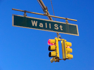 Red light on Wall Street, green light for payday loans for consumers. (Photo: flickr.com)